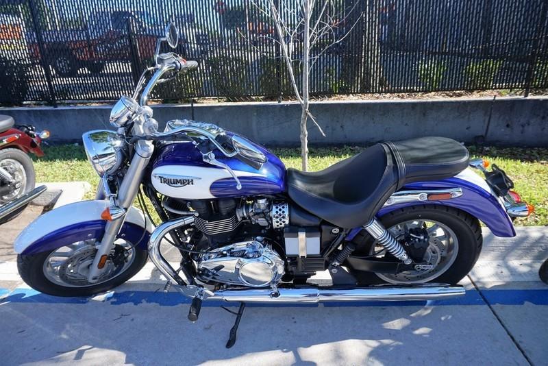 2013 Triumph America Two-Tone