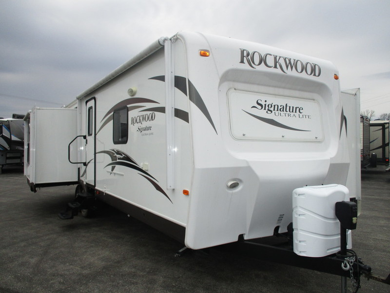 2015 Forest River Rockwood Signature Ultra Lite 8329SS