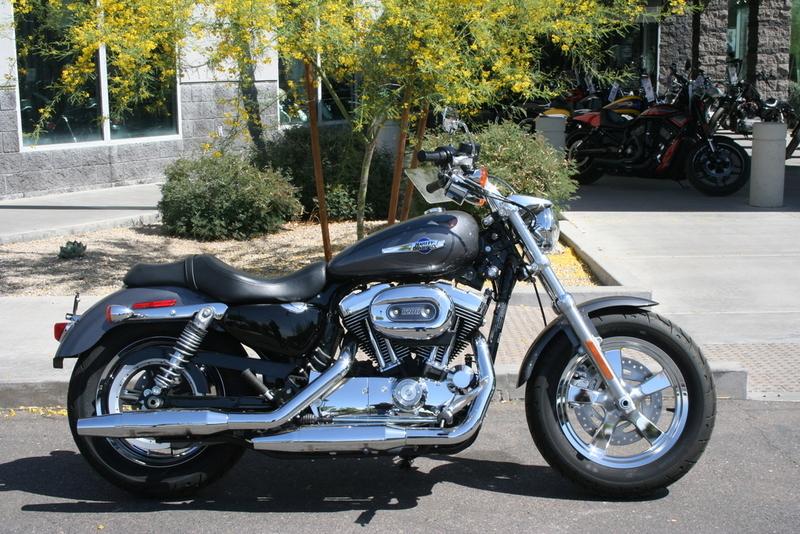 2016 Harley-Davidson XL1200C - Sportster 1200 Custom
