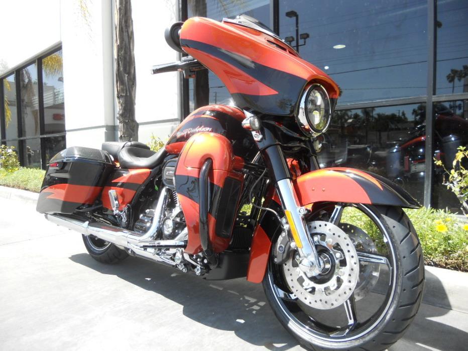 2017 Harley-Davidson 002 FLHXSE - CVO Street Glide Special