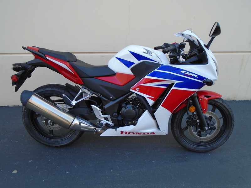 2015 Honda CBR 300R Pearl White/Red/Blue