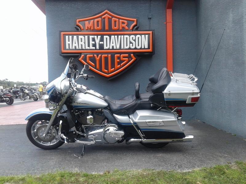 2009 Harley-Davidson FLHTCUSE - CVO Ultra Classic Electra Glide