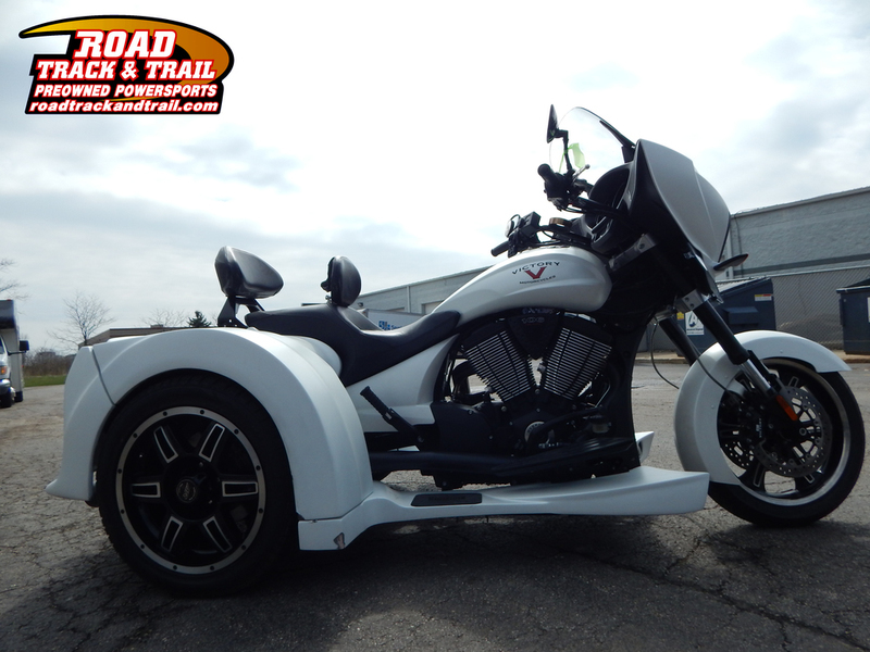 2015 Victory Motorcycles Cross Country Suede White Frost - Trike