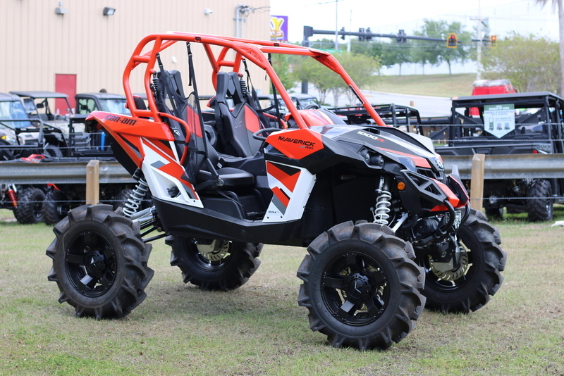 2017 Can-Am Maverick X mr 1000R White, Black & Can-Am Red