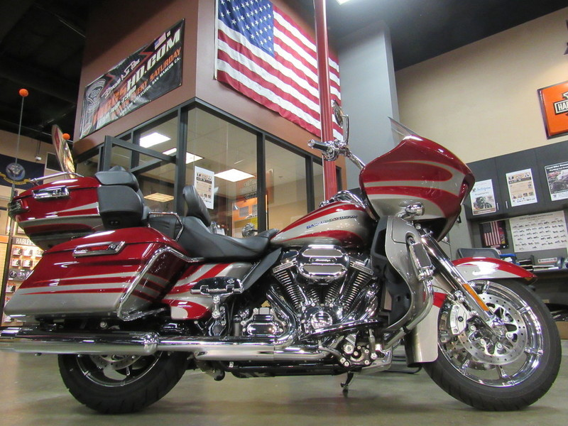 2016 Harley-Davidson FLTRUSE - CVO Road Glide Ultra