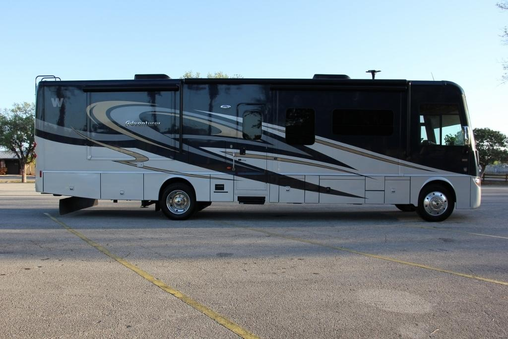 2014 Winnebago ADVENTURER 37F