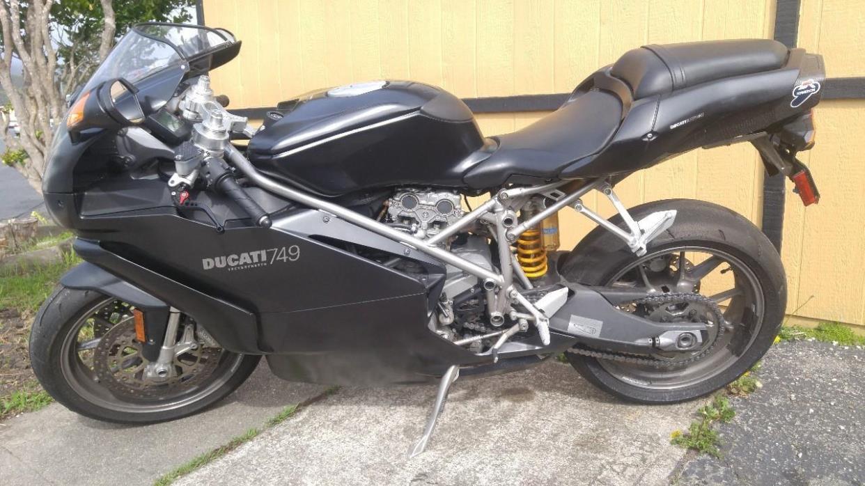 2005 Ducati SUPERBIKE 749