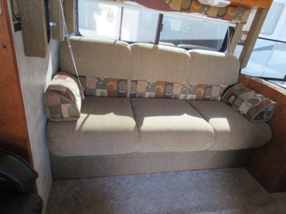 2008 Pacific Coachworks TANGO 2760RLSS, 5