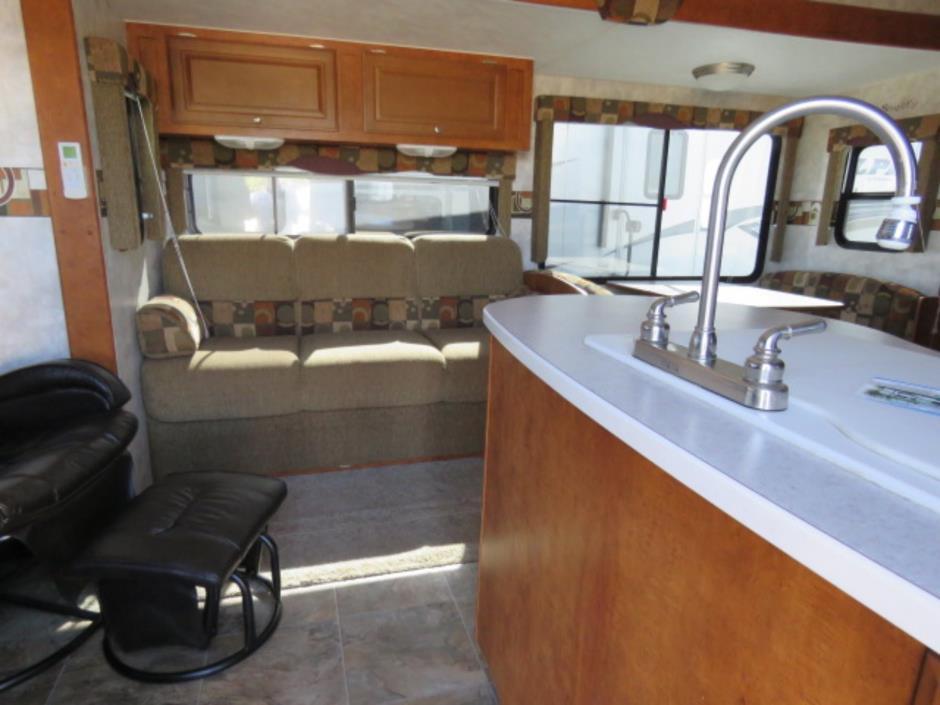 2008 Pacific Coachworks TANGO 2760RLSS, 1