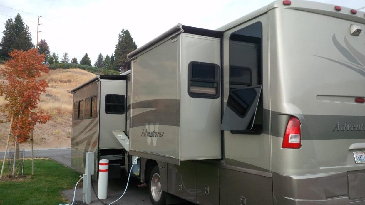 2005 Winnebago ADVENTURER 37B