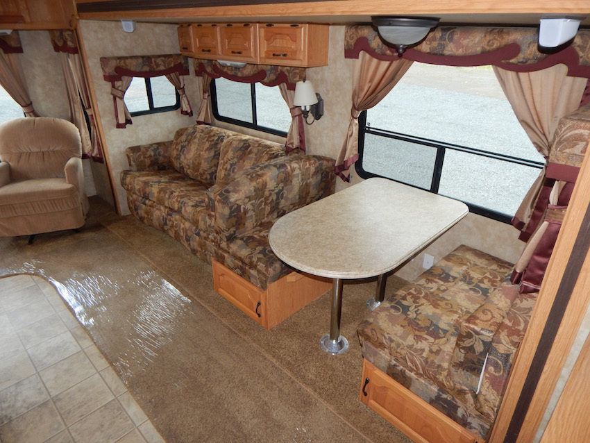 2007 Coachmen CHAPARRAL 267RLS, 5