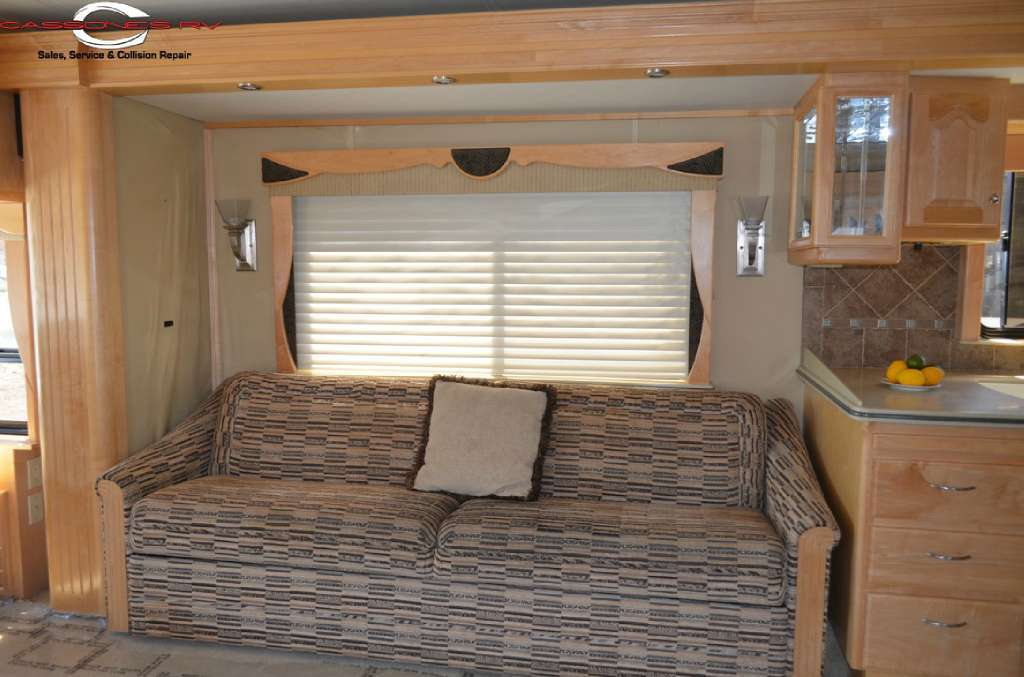 2005 Country Coach 45 Magna Rembrandt, 5