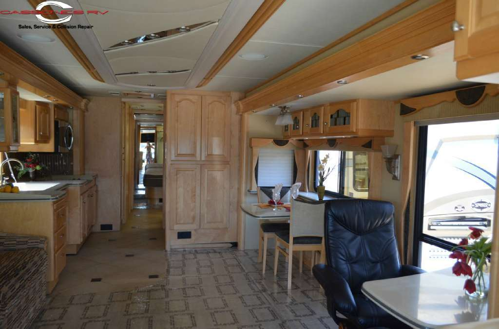2005 Country Coach 45 Magna Rembrandt, 2