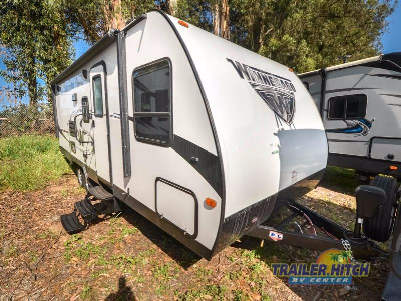 2018 Winnebago Industries Towables Minnie 2201 DS