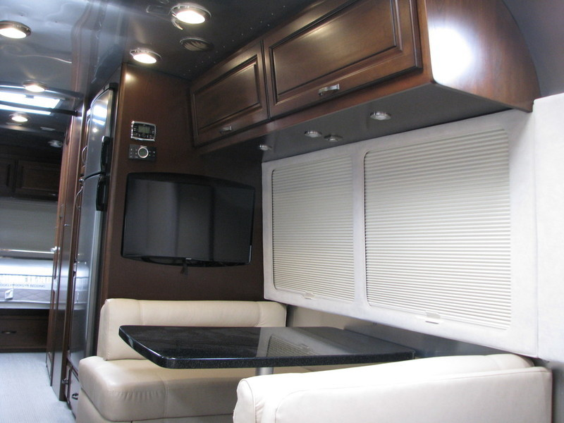 2015 Airstream Classic 30, 6