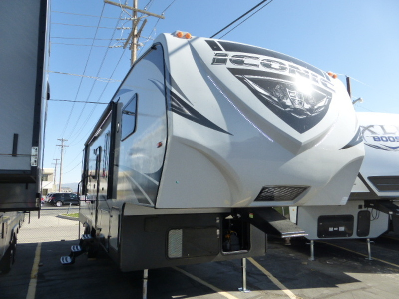 2018 Eclipse ICONIC Iconic Wide Lite 5th Wheel 2817CKG