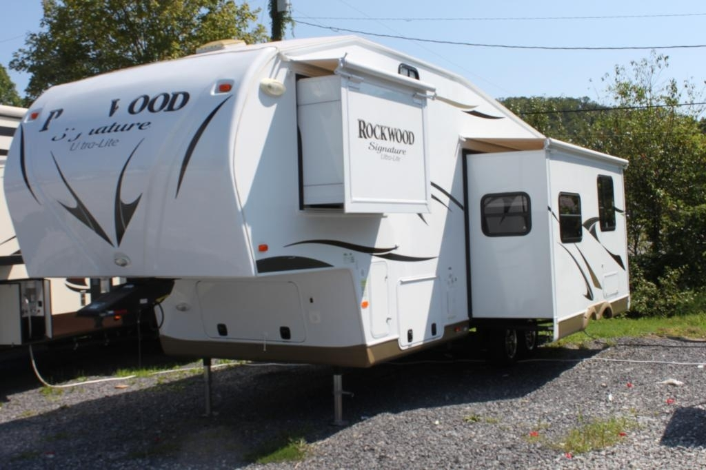 2013 Forest River ROCKWOOD SIGNATURE ULTRA 8281WS, 2