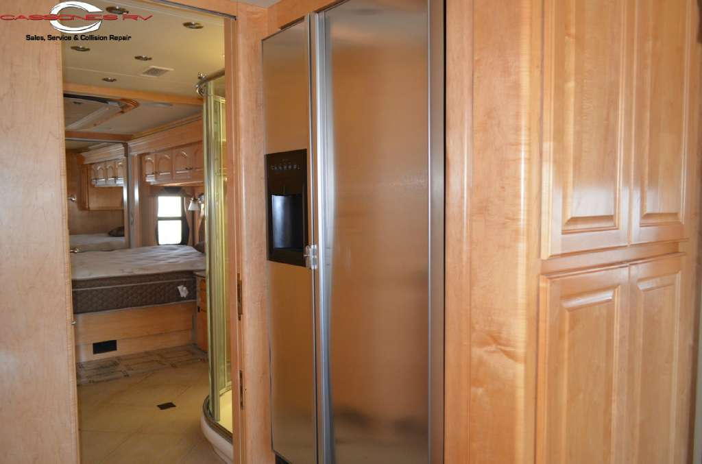 2005 Country Coach 45 Magna Rembrandt, 8