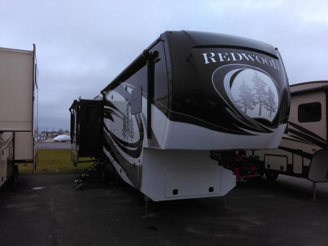 2017 Redwood 3821RL