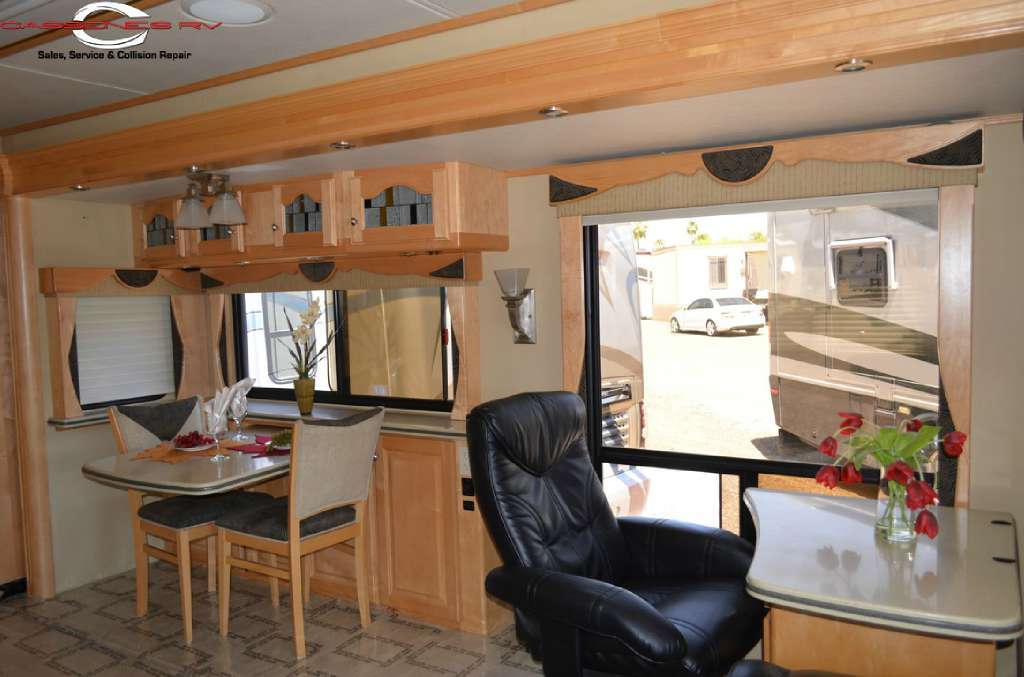 2005 Country Coach 45 Magna Rembrandt, 4