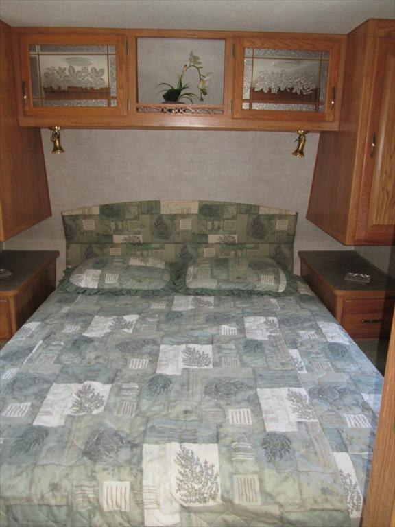 2005 Fleetwood Wilderness Advantage 300BHS 2-BdRM Slide with Bunk Beds, 5
