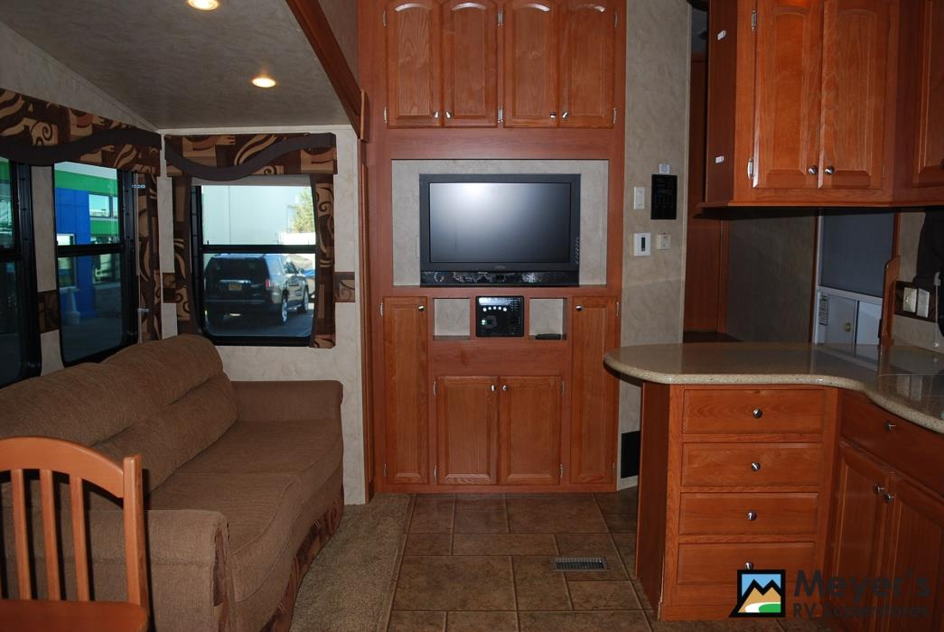 2011 Cedar Creek SILVERBACK 31BS, 5
