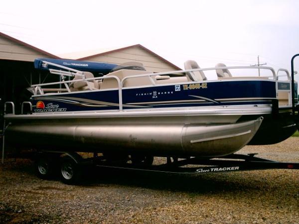 2014 Sun Tracker 22 Fishin Barge