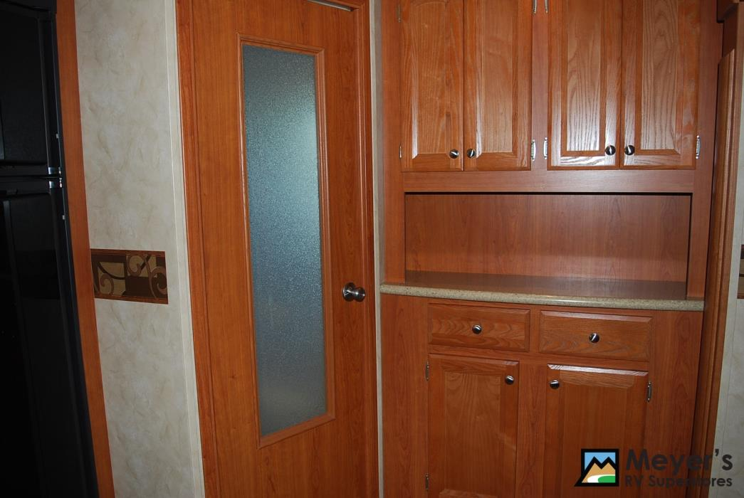 2011 Cedar Creek SILVERBACK 31BS, 9