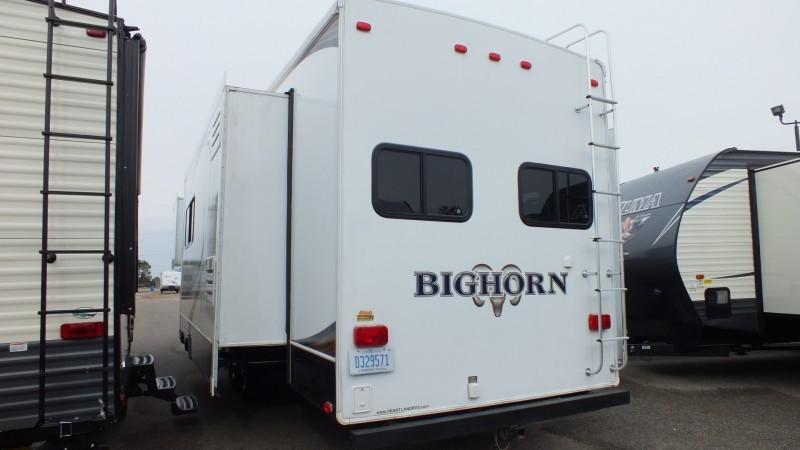2013 Bighorn 33RK Silverado, 3