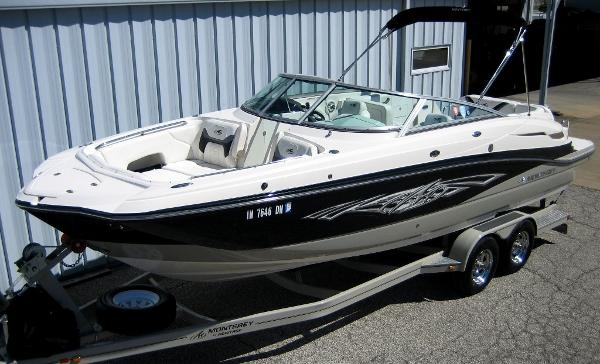 2011 Monterey M5 Deck Boat