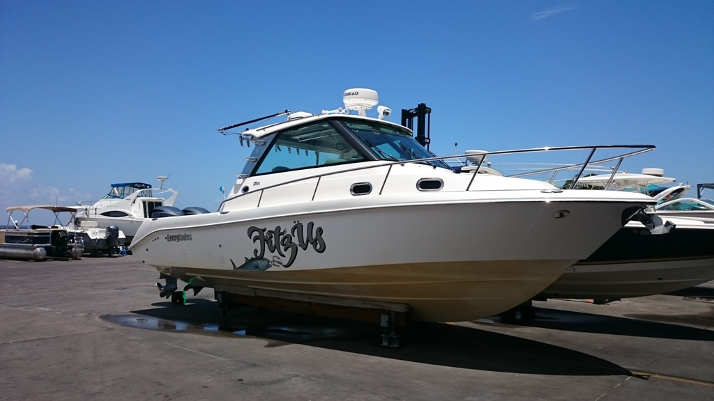 2010 EVERGLADES BOATS 320EX