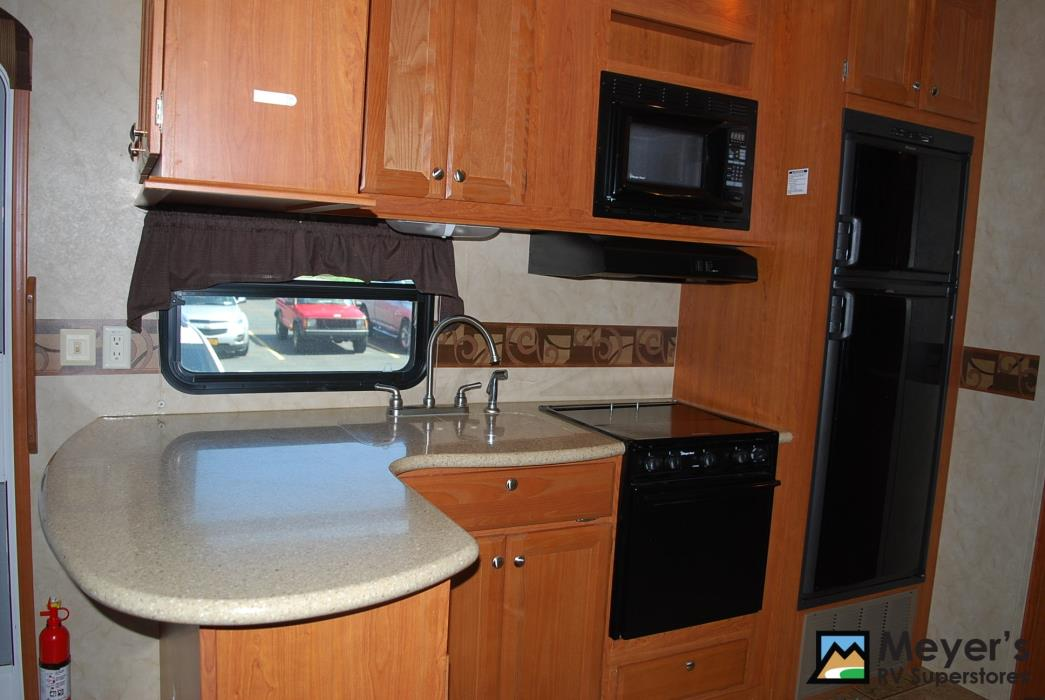 2011 Cedar Creek SILVERBACK 31BS, 6