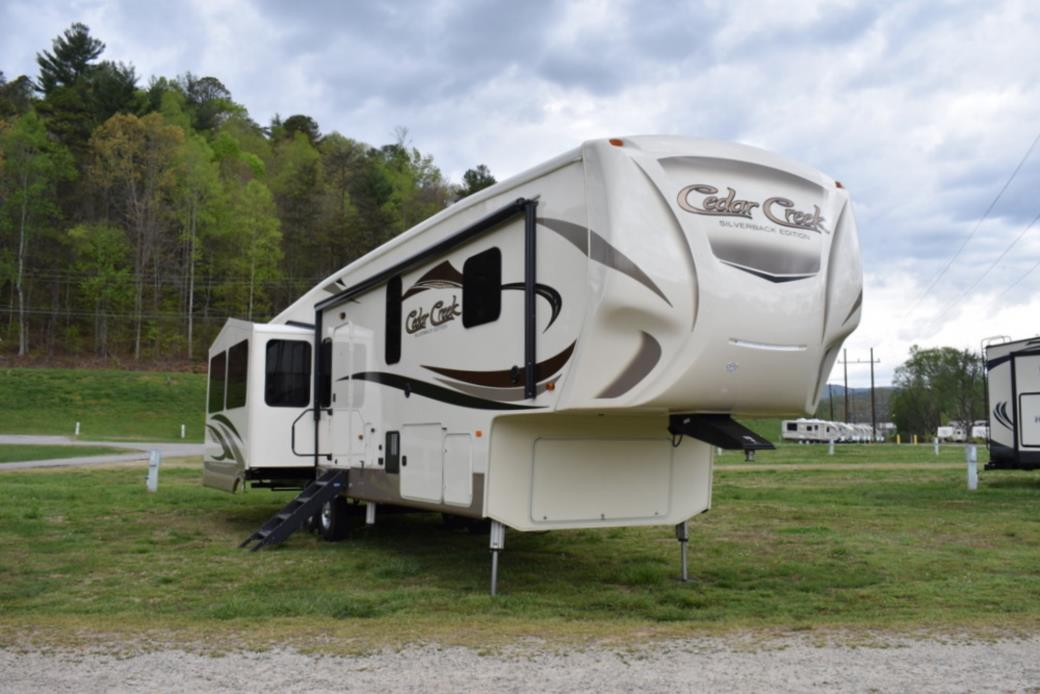 2017 Forest River CEDAR CREEK SILVERBACK 37MBH
