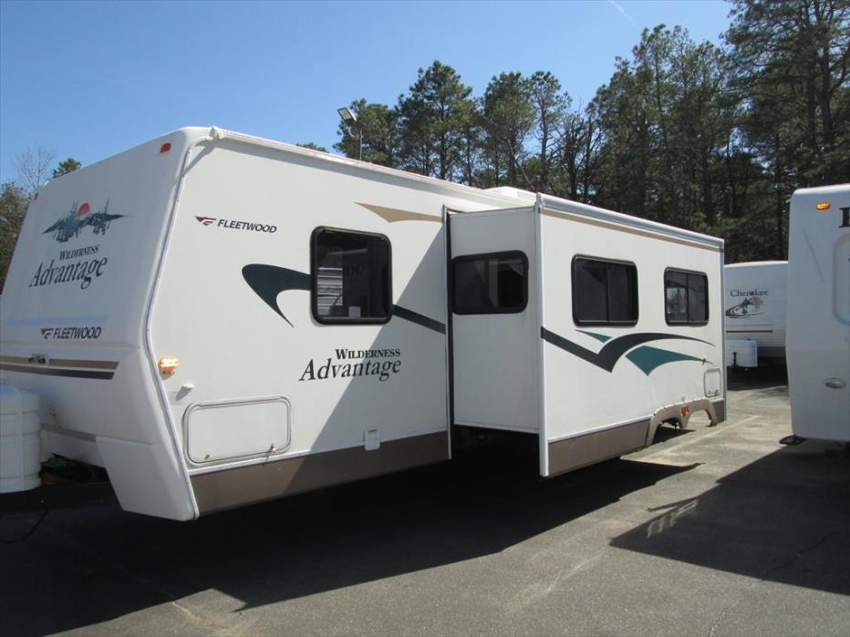 2005 Fleetwood Wilderness Advantage 300BHS 2-BdRM Slide with Bunk Beds, 0