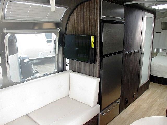 2017 Airstream INTL SIGNATURE 27fb, 9