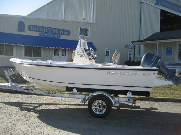 2017 Key West 1720 Sportsman