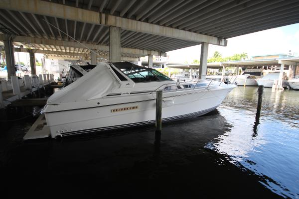 1989 Sea Ray 390 Express Cruiser