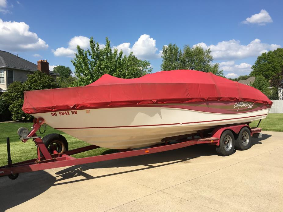 1995 Rinker 232 Captiva Cuddy