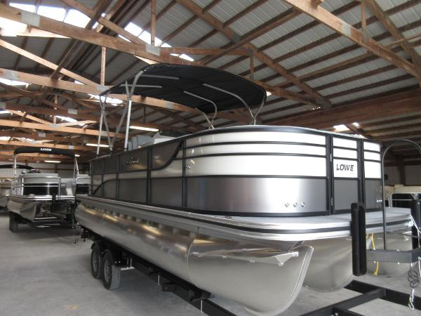 2017 Lowe Retreat 23 WT Triple Tube Package