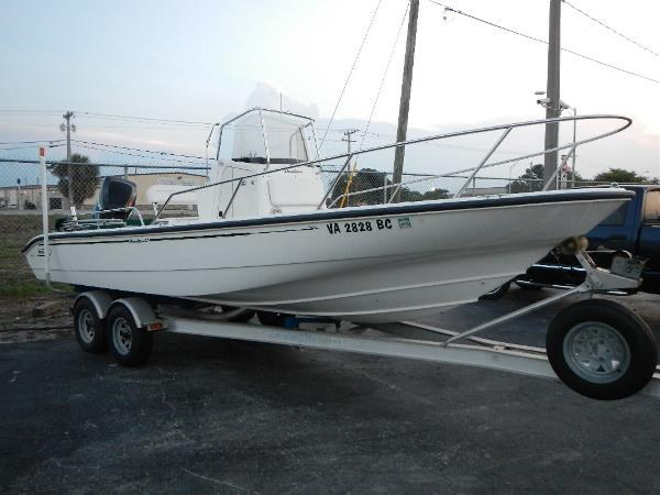 2001 Boston Whaler 22 Dauntless Center Console. Powered by a 200hp Mercury