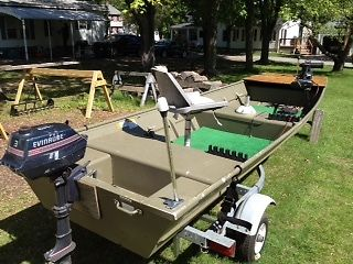 Lowes johnboat 1436 livewell with Evinrude gas motor & Minn kota Electic Motor