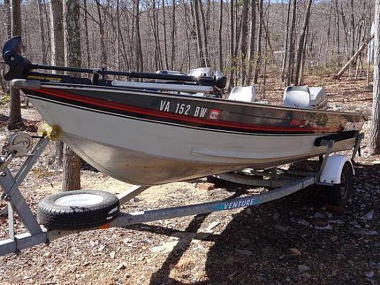 1990 Tracker Boats Deep V