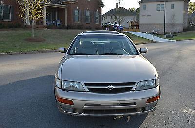 Nissan : Maxima SE  1998 nissan maxima se sedan 4 door 3.0 l