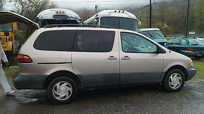 Toyota : Sienna LE/LXE Champagne Beige Toyota Sienna LE/XLE Mini Van Needs New Engine 2000