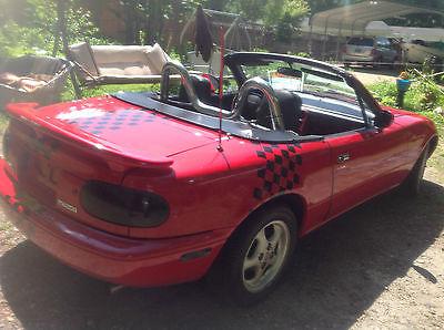 Mazda : MX-5 Miata Cloth interior Miata convertible, 1990. Owner maintained and garage kept. Many custom features