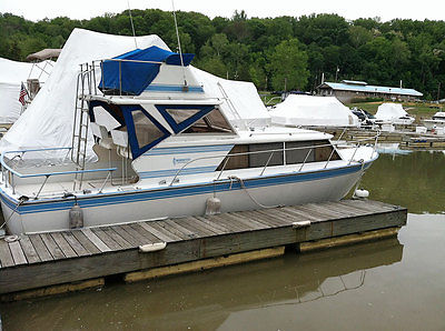 1973 32' Classic Aluminum Marinette Express Cruiser w Fly Bridge