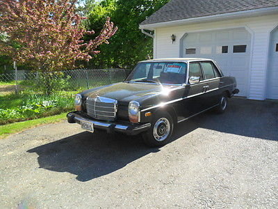 Mercedes-Benz : C-Class 4 dr,sedan 1975 240 d 4 dr sedan 4 cyl green looks black needs nothing looks great in out