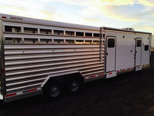 2015 Exiss 10 amp 039 SW Stock Combo, Gooseneck Horse Trailer With Living Quarters