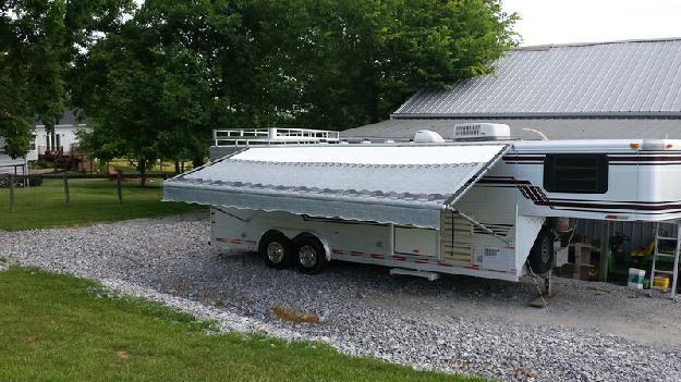 1996 Sundowner 4-horse living quarters