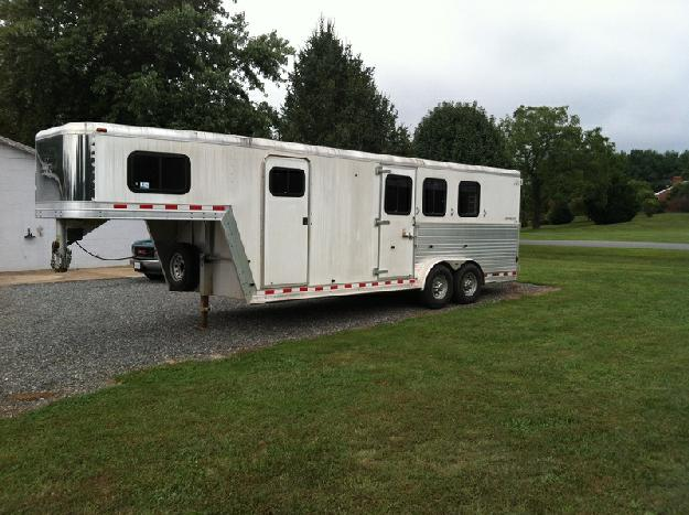 2003 Kiefer Built 25ft horse trailer